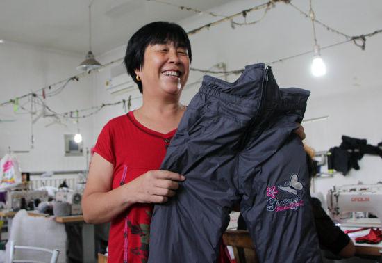 当地以家庭作坊为单位,已经形成了完善的服装产业链。