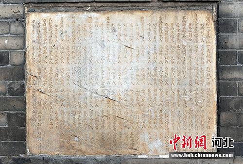最下层八面用石碑环绕,并刻有碑文。 韩冰 摄