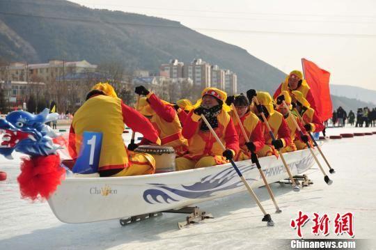 冰上龙舟赛 张帆 摄