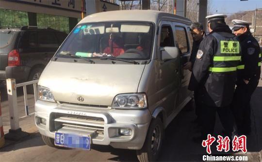 图为河北省际安全大门的守护者在工作。警方供图