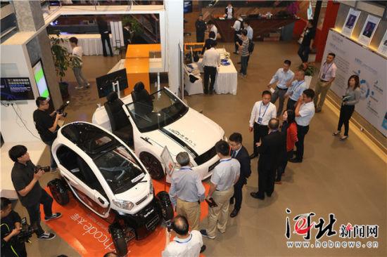 5月16日,第二届固安智能网联汽车高峰论坛及体验活动在固安产业新城举行。图为国内智能网联汽车企业展示最新产品和技术。 门丛硕摄