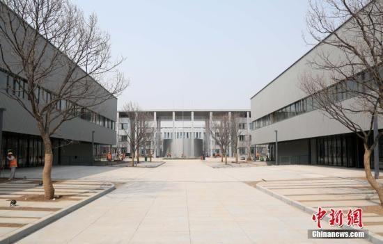 """资料图:""""雄安第一标""""――雄安市民服务中心。韩冰 摄"""