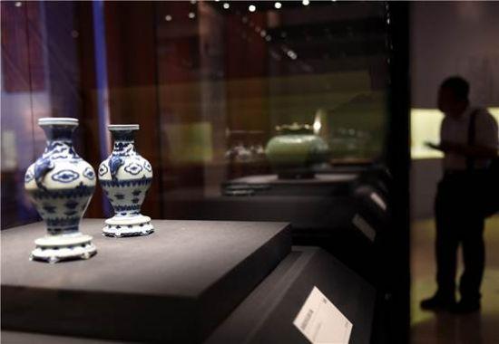 """5月16日,观众在""""畿辅通会——通州历史文化展""""上参观。 新华社记者罗晓光摄"""