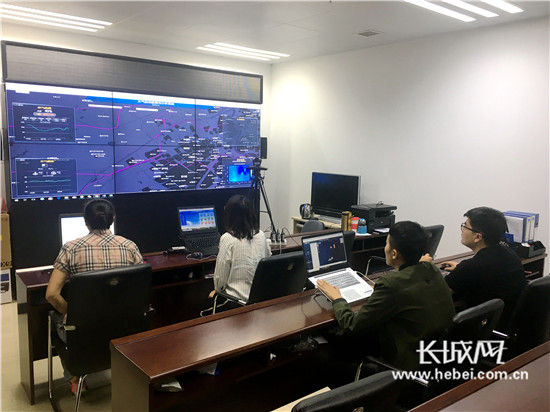 北京中科云谱物联技术有限公司工作人员正在对秦皇岛开发区大气数据进行实时监测。通讯员 供图