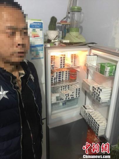 抓获犯罪嫌疑人张某某后在其家中冰箱里缴获的大量药品。 图为冀州警方提供