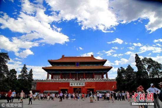 北京蓝天白云。刘宪国 摄 图片来源:视觉中国
