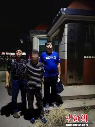 犯罪嫌疑人曹某被抓获 董洁 史孟贤 摄