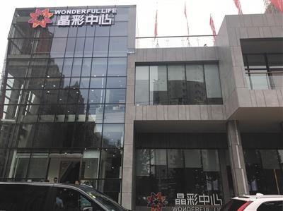 据晶彩销售人员表示,虽然是商住公寓但可接入民水民电。