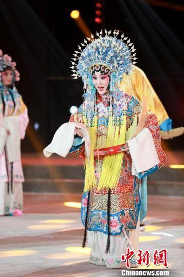 北京市河北梆子剧团名家王洪玲表演河北梆子《大登殿》选段。 张泽鑫 摄