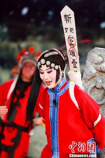 天津河北梆子剧院名家杨丽萍表演河北梆子《窦娥冤?法场》选段。 张泽鑫 摄