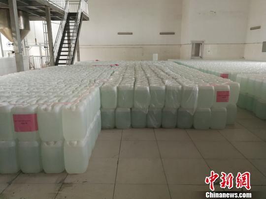 玫瑰产业园生产加工的玫瑰纯露产品 李晓伟 摄