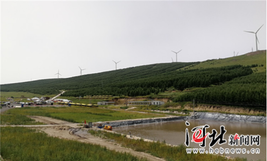 图为张北县战海乡阿不太沟村绿水青山景色。记者高振发摄