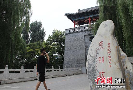 """大激店村口始建于明代的""""东明桥""""体现了该村的悠久历史。"""