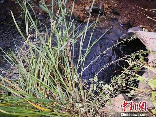 图为冀中能源峰峰集团大淑村矿的西南角排水口。 李洋 摄