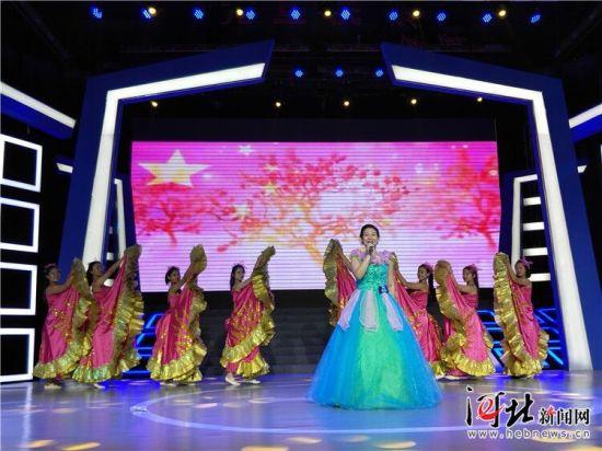 """9月18日至19日,第23届河北省影视艺术""""奔马奖""""颁奖典礼暨推优表彰活动在邯郸举行。图为颁奖典礼现场。"""