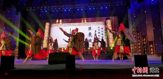 巨鹿首届旅发大会暨丰收节举办的主题文化展演。 张晓梅 摄