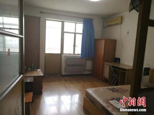 北京西城区一套90年代、40多平米的房子,2018年7月,月租金5500元左右。中新网记者 邱宇 摄