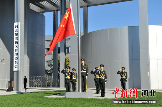 图为升旗仪式现场。韩冰摄