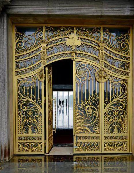 城堡一楼金色大厅门廊