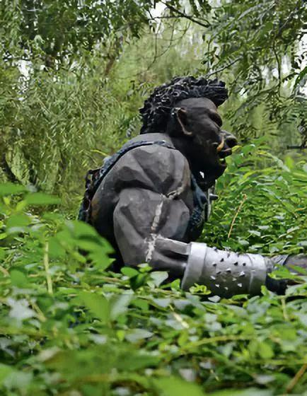 南校区内的一座游戏角色雕像