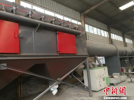 武邑县某公司的焊烟净化设备。 王鹏 摄