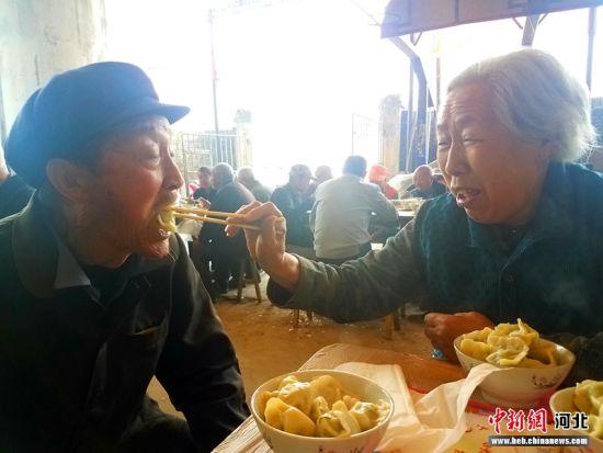 """""""饺子宴""""现场。 张鹏翔 摄"""