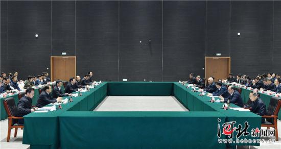 10月15日,北京市党政代表团到雄安新区考察。考察期间,两省市召开工作交流座谈会。这是座谈会现场。 记者赵威摄