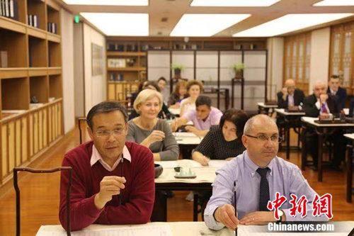 """中国社会科学院""""'一带一路'人文交流与文化产业合作""""国际研修班10月29日至11月8日在河北省廊坊市举行。钟欣 摄"""