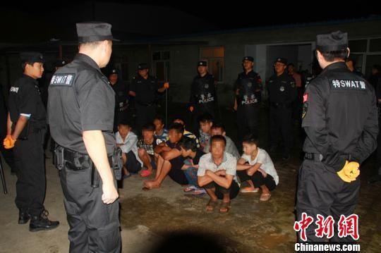 警方对犯罪嫌疑人集中抓捕。 邢台市公安局供图