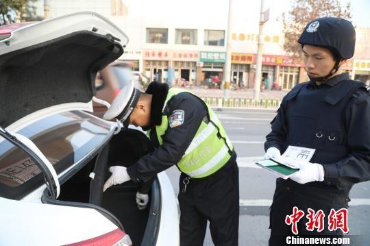 图为河北开展冬春百日交通违法整治。 警方供图 摄