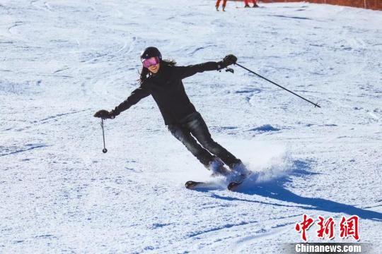 图为滑雪爱好者。崇礼区委宣传部提供