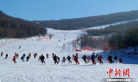 图为崇礼的滑雪场。