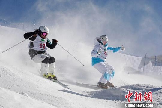 图为崇礼举办的世界雪联赛事。