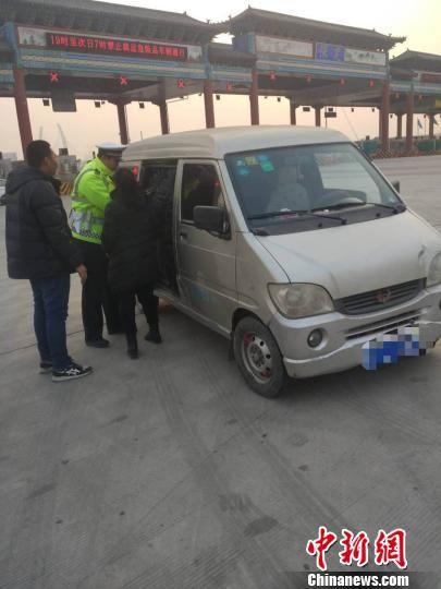高速交警执勤中。河北省公安厅高速公路交通警察总队供图