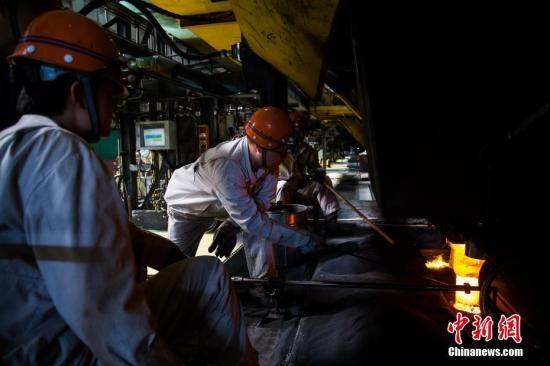 资料图:钢铁工厂。李南轩 摄