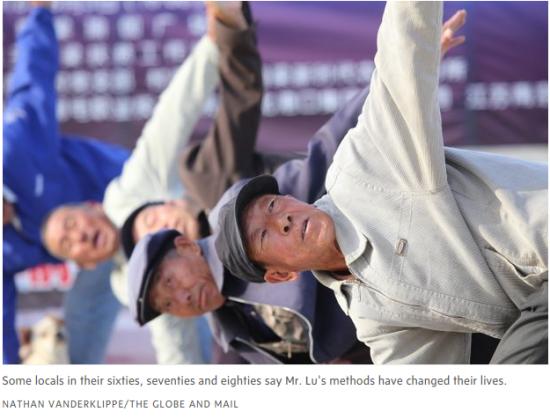 村民们称,练瑜伽改变了他们的生活。图片来源:《环球邮报》网站报道截图