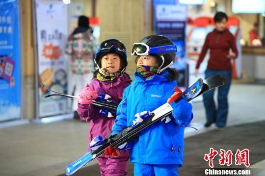 青少年是未来滑雪运动的希望。 李云龙 摄
