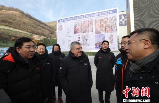 1月29日,国际奥委会主席巴赫一行在河北省张家口市和北京市延庆区考察2022年北京冬奥会筹办进展。图为巴赫在延庆赛区考察2022冬奥场馆建设。北京冬奥组委供图
