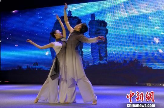 舞蹈《双滦恋》 张桂芹 摄