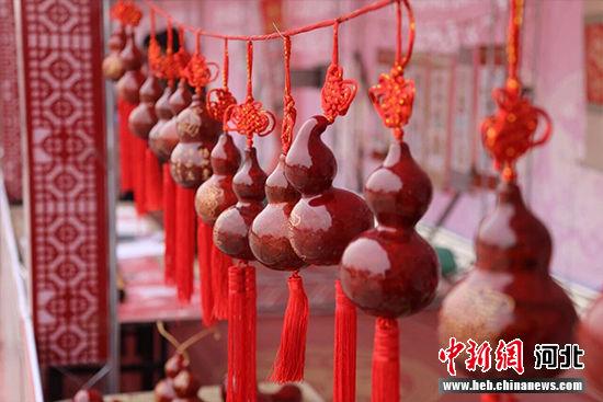 唐山国际旅游岛新春民俗文化庙会热闹开场。 徐小跃 摄