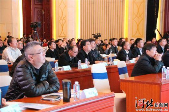 """3月13日,""""5G引领 交通先行""""――中国移动铁路信息化学术研讨会在石家庄举行。图为研讨会现场。"""