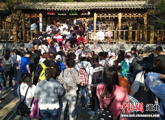 """保定野三坡景区:""""五一""""小长假接待游客31.8万人次"""