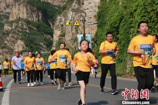 小选手在努力奔跑。 许增利 摄