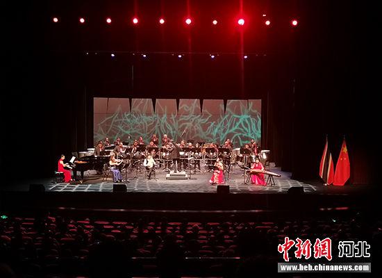 """河北""""燕赵弦韵"""" 乐团与特多国家钢鼓交响乐团合作演出。 河北省文化和旅游厅供图"""