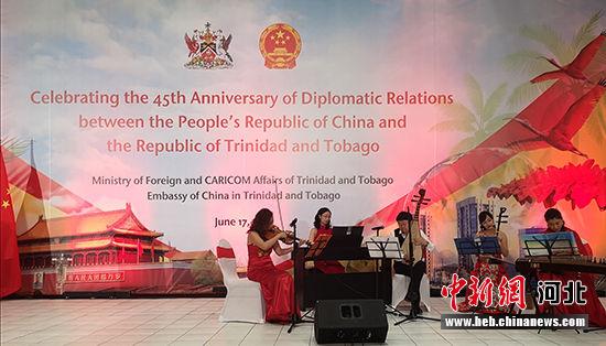 """河北""""燕赵弦韵""""乐团在招待会上演奏中国民乐曲目。 河北省文化和旅游厅供图"""