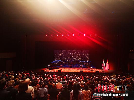 演出开场前奏中特两国国歌。 河北省文化和旅游厅供图