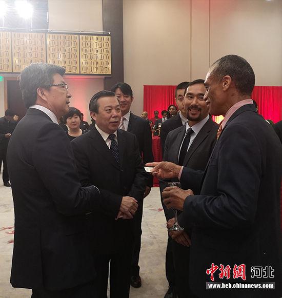 宋昱�F大使、翟玉虎副厅长与特多外交部长等政要交流。 河北省文化和旅游厅供图