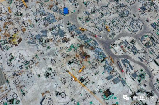 6月28日,崇礼太子城冰雪小镇项目基础设施建设工地内,基本布局已现雏形。中新社记者 于海洋 摄