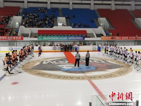 第二届全国青年运动会冰球比赛项目开赛现场 张桂芹 摄