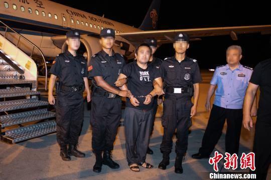 图为河北邯郸警方成功抓获1名境外逃犯。警方供图